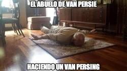 Enlace a Van Persie abuelo revoluciona internet imitando el gol de su nieto, ¡con 93 años!