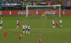 Enlace a GIF: El gol del honor de Suiza llega de falta directa