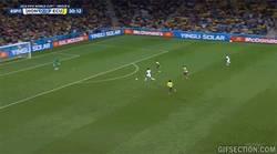 Enlace a GIF: Y 34 años después ¡Honduras marca en un Mundial!
