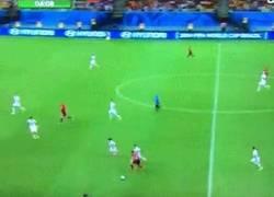Enlace a GIF: Cristiano vacilando a toda la selección de EEUU