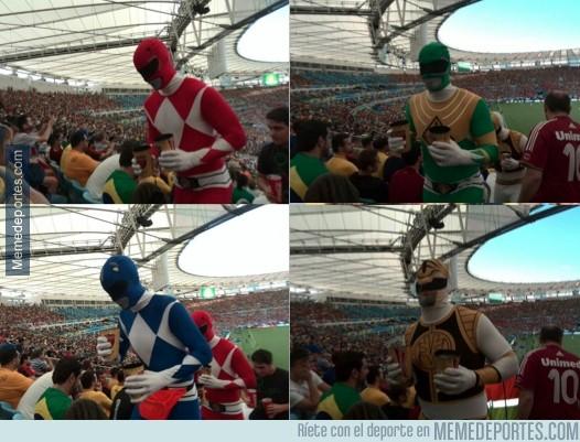 345335 - Los Power Rangers asistieron al partido Bélgica vs Argelia