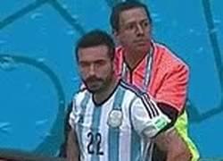 Enlace a GIF: Lavezzi, ¿Qué opinas sobre los que criticaban el mal juego de Argentina?