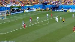 Enlace a GIF: Golazo de Shaqiri que adelanta a Suiza, por ahora el rival de Argentina