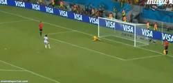 Enlace a GIF: ¡Y con este penalty, Costa Rica está en cuartos de final del mundial!