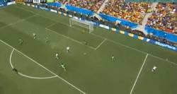 Enlace a GIF: Paradón de Enyeama a volea de Pogba