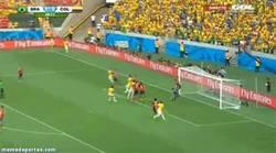 Enlace a GIF: ¡Se adelanta Brasil con gol de Thiago Silva!
