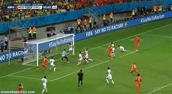 Enlace a GIF: La ocasión que tuvo Holanda en el 92 para pasar a semis