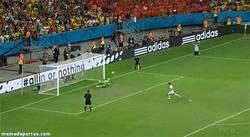 Enlace a GIF: Y con esta parada de Tim Krul, Holanda pasa a semis