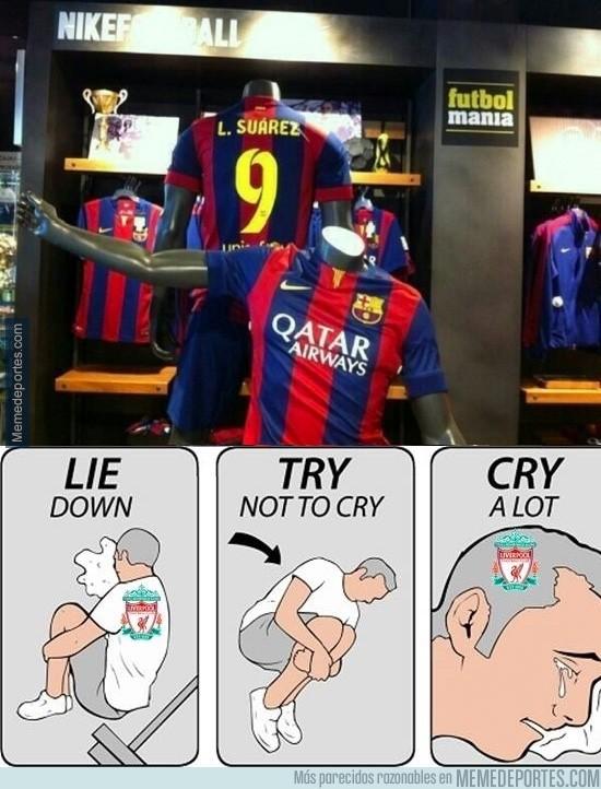 355924 - Los fans del Liverpool al ver la camiseta de Luis Suárez del Barça