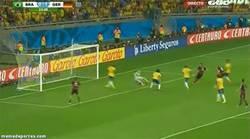 Enlace a GIF: Y el esperado gol de Klose, máximo goleador en la historia de los mundiales