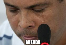 Enlace a Ronaldo Nazario llorando en su casa