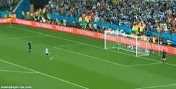 Enlace a GIF: Y con este gol de Maxi, ¡Argentina se mete en la final del mundial!