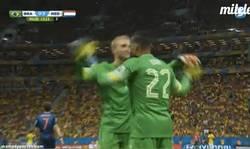 Enlace a GIF: Van Gaal mete a Vorm, para que debute en el Mundial #respect