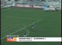 Enlace a GIF: 1986: Con este gol, Argentina ganaba su último Mundial