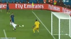 Enlace a GIF: Este gol vale un Mundial. Golazo de Götze