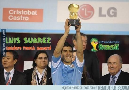 361987 - El premio que no podía faltar ¡El diente de oro del mundial es para Luis Suárez!