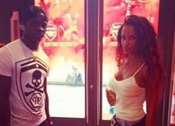 Enlace a Balotelli con su novia en londres... oh wait!