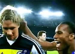 Enlace a GIF: Hey Torres, ¡adivina quién ha vuelto!