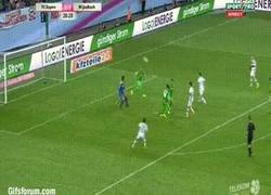 Enlace a GIF: Golazo de Lewandowski con el Bayern