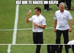 Enlace a Ancelotti arruinando el selfie a Bale