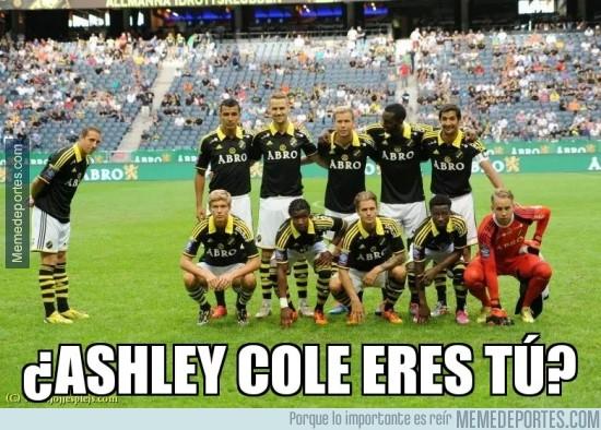 371538 - Kenny Pavey del AIK haciendo un Ashley Cole