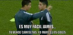 Enlace a Cristiano Ronaldo enseñando a James