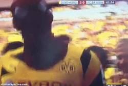 Enlace a GIF: Celebración épica de Aubameyang, tras el 2-0