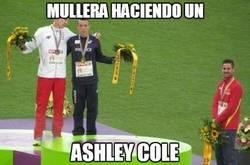 Enlace a Mullera haciendo un Ashley Cole
