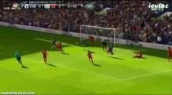 Enlace a GIF: El segundo gol en la Premier de Diego Costa tras un tremendo jugadón de Ivanovic