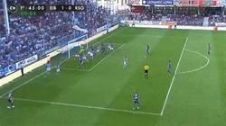 Enlace a GIF: El primer gol de la historia del Eibar en primera, obra de Javi Lara. GOLAZO.