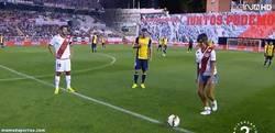 Enlace a GIF: Cristina Pedroche en el Rayo-Atlético de Madrid. ¿Quién de los 22 se la calzará?