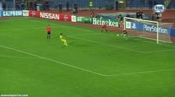 Enlace a GIF: Éste fue el penalti decisivo que paró Cosmin Moti y que metió al Ludogorets en la Champions.