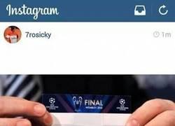 Enlace a Rosicky se burla del Manchester United y de Van Persie en su Instagram