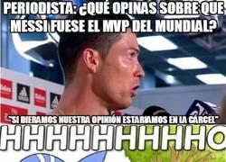 Enlace a Cristiano Ronaldo, haciendo alarde de su educación