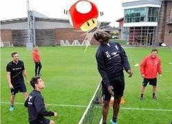 Enlace a Super Mario Balotelli entrenando con el Liverpool