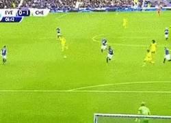 Enlace a GIF: Diego Costa hace récord con el Chelsea con el gol más rápido a los 33 segundos a pase de Cesc