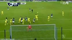 Enlace a GIF: Eto'o hace la Ley del Ex presente en el Chelsea - Everton