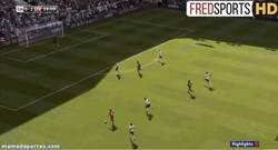 Enlace a GIF: Alberto Moreno marca su primer gol con el Liverpool