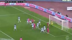 Enlace a GIF: Y Ramos no está para tonterías. Gol tempranero de cabeza