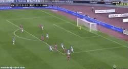 Enlace a GIF: Golazo de Bale con caño incluído
