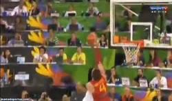 Enlace a GIF: Tremendo tapón de Pau Gasol a Nené en el España vs Brasil