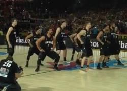 Enlace a GIF: Con esta haka intentaron intimidar los neozelandeses a EEUU
