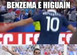 Enlace a Benzema celebrando como Higuaín