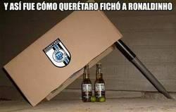 Enlace a Y así fue como el Querétaro fichó a Ronaldinho