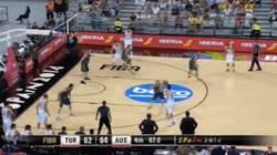 Enlace a GIF: El triple de Preldzic que metió a Turquía en cuartos en los últimos segundos