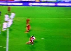 Enlace a GIF: Primer gol de Alcácer con la absoluta tras gran jugada colectiva