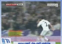 Enlace a GIF: Cuidado colochoneros, golazo de Arbeloa contra el Atleti. ¿Lo repetirá el sábado? [Remember]