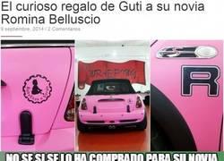 Enlace a El curioso regalo de Guti a su novia Romina Belluscio