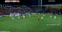 Enlace a GIF: Éste fue el golazo de falta de Gareth Bale que ponía el 2-1 final