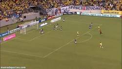 Enlace a GIF: Neymar se vistió de Torres ante Ecuador